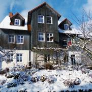 Hausansicht von Osten im Winter